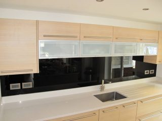 Black splashback for kitchens - Glass360.co.uk