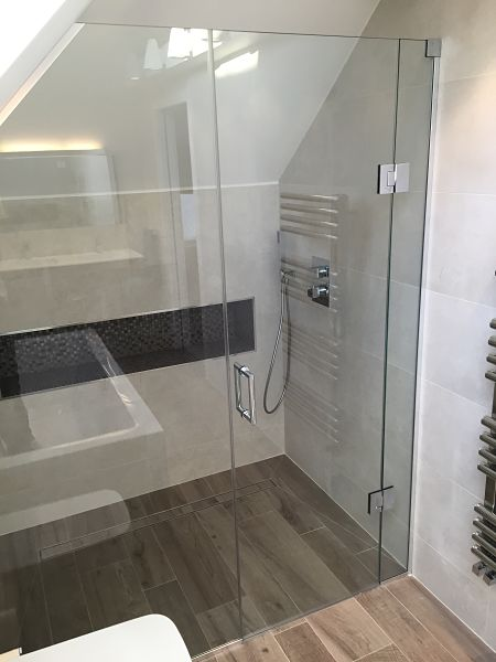 Loft sloping ceiling showers glass360 specialist and for Bathroom design under eaves