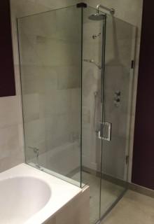 Over bath frameless shower screen